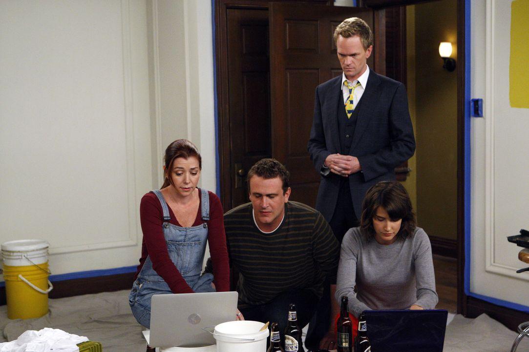 Da Ted zu einer Verabredung geht, ohne das Mädchen vorher im Internet recherchiert zu haben, sind Robin (Cobie Smulders, r.), Barney (Neil Patrick... - Bildquelle: 20th Century Fox International Television