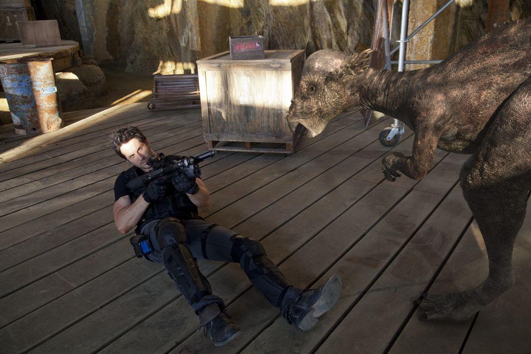 Im Kampf gegen die grässlichen Kreaturen, setzt Evan (Niall Matter) sein eigenes Leben immer wieder aufs Spiel ... - Bildquelle: Anomaly Productions Ltd.