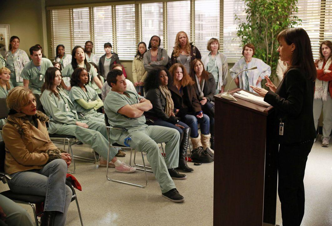Dr. Alana Cahill (Constance Zimmer, r.), die Buchhalterin des Seattle Grace Hospitals, erklärt der Belegschaft erste Veränderungen in ihrem Arbeit... - Bildquelle: ABC Studios