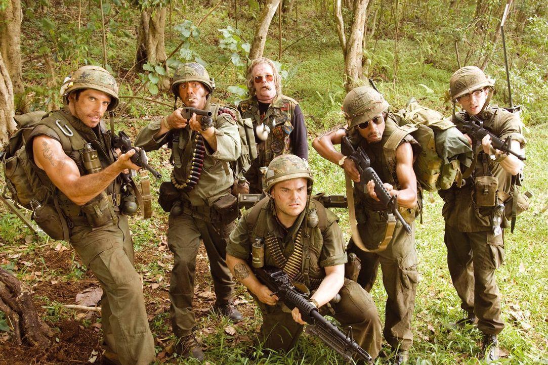 Im Dschungel von Vietnam angekommen, sind die Schauspieler (v.l.n.r.: Ben Stiller, Robert Downey Jr., Nick Nolte, Jack Black, Brandon T. Jackson, Ja... - Bildquelle: 2008 DreamWorks LLC. All Rights Reserved.