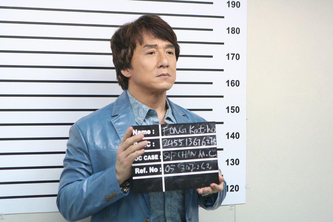 Immer wieder gerät Einbrecher Thongs (Jackie Chan) ins Visier der Polizei. Doch das hindert ihn nicht daran, ein Ding nach dem nächsten zu drehen....
