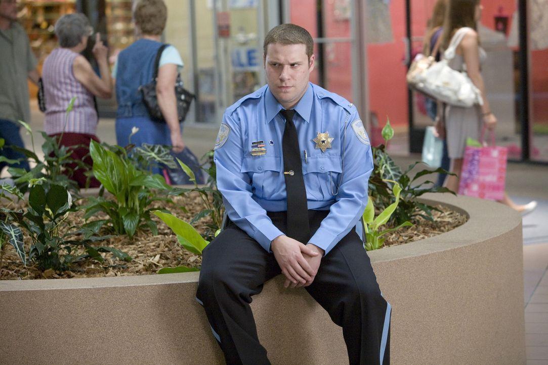 In seinem Einkaufscenter regiert Ronnie (Seth Rogen) mit stahlharter Hand. Als Leiter des Sicherheitsdienstes wacht er mit Adleraugen über das Gesc... - Bildquelle: Warner Brothers