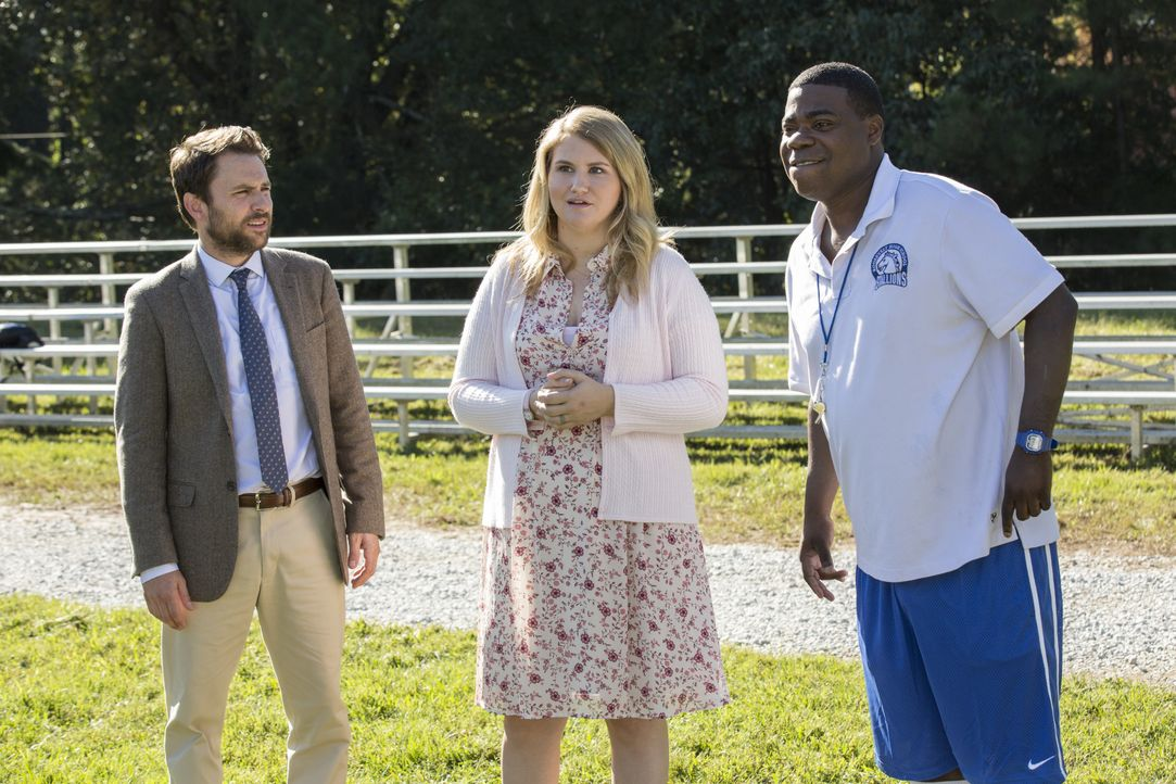 (v.l.n.r.) Andy Campbell (Charlie Day); Holly (Jillian Bell); Coach Crawford (Tracy Morgan) - Bildquelle: 2017 Warner Bros. Entertainment Inc., Village Roadshow Films North America Inc. and RatPac-Dune Entertainment LLC. All rights reserved.