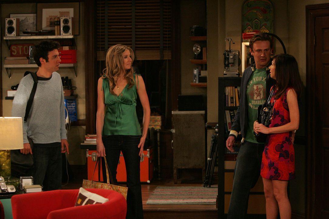Marshall (Jason Segel, 2.v.r.) und Lily (Alyson Hannigan, r.) können nicht glauben, dass Ted (Josh Radnor, l.) und Stella (Sarah Chalke, 2.v.l.), o... - Bildquelle: 20th Century Fox International Television