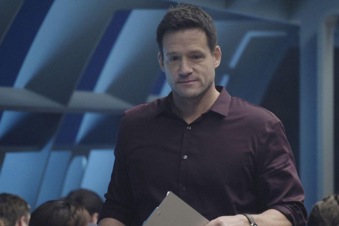 Gibt den Rekruten eine neue Aufgabe: Liam O'Connor (Josh Hopkins) ... - Bildquelle: Philippe Bosse 2015 ABC Studios