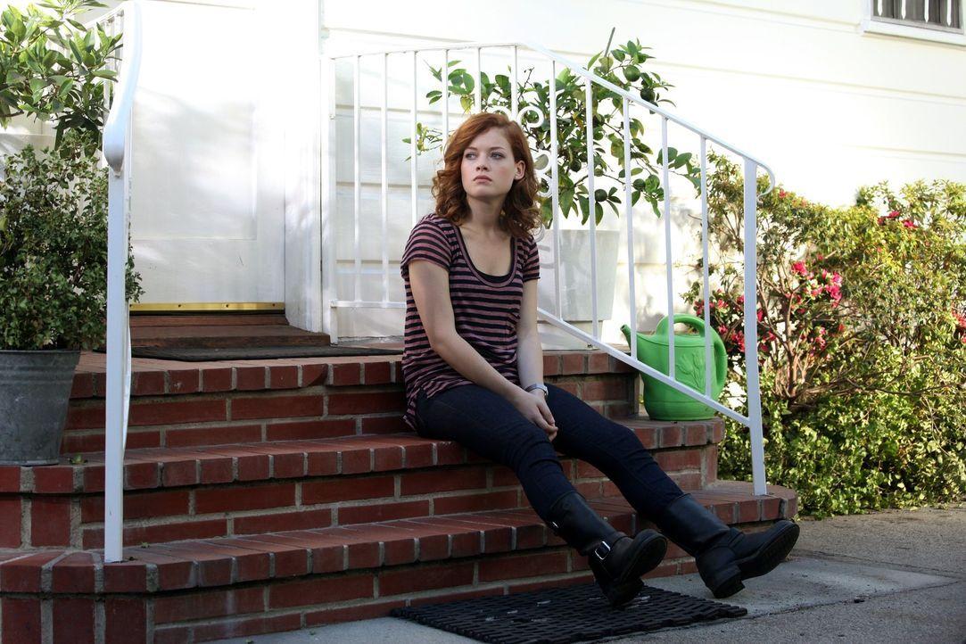 Noch ist sie von ihrem neuen Leben nicht begeistert: Tessa (Jane Levy) ... - Bildquelle: Warner Bros. Television