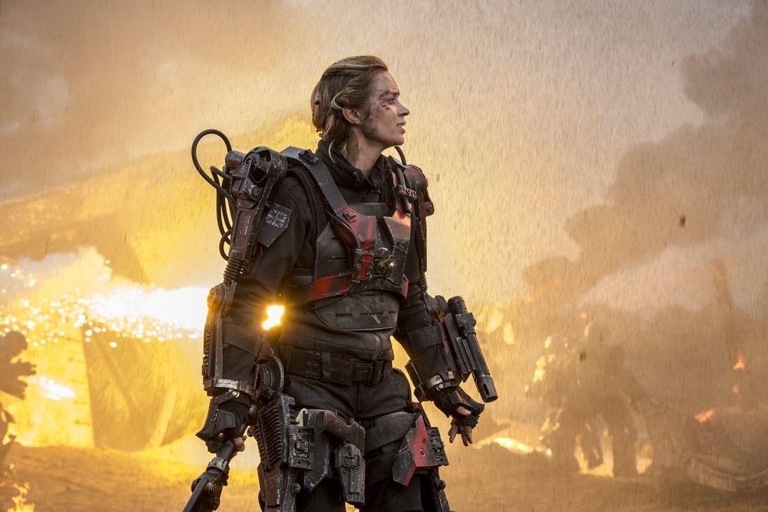 """Als """"Engel von Verdun"""" hat Sergeant Rita Vrataski (Emily Blunt) im Einsatz gegen die Mimics, eine hochintelligente Alienrasse, Heldenmut und Geschic... - Bildquelle: Warner Bros. Television"""