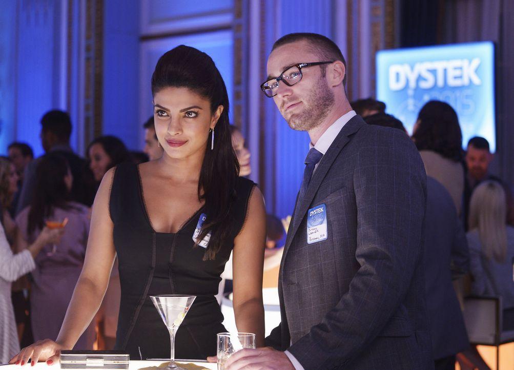 Um ihren ersten Undercover-Einsatz zu meistern, müssen die jungen Rekruten Alex (Priyanka Chopra, l.) und Ryan (Jake McLaughlin, r.) das Trainingsge... - Bildquelle: 2015 ABC Studios