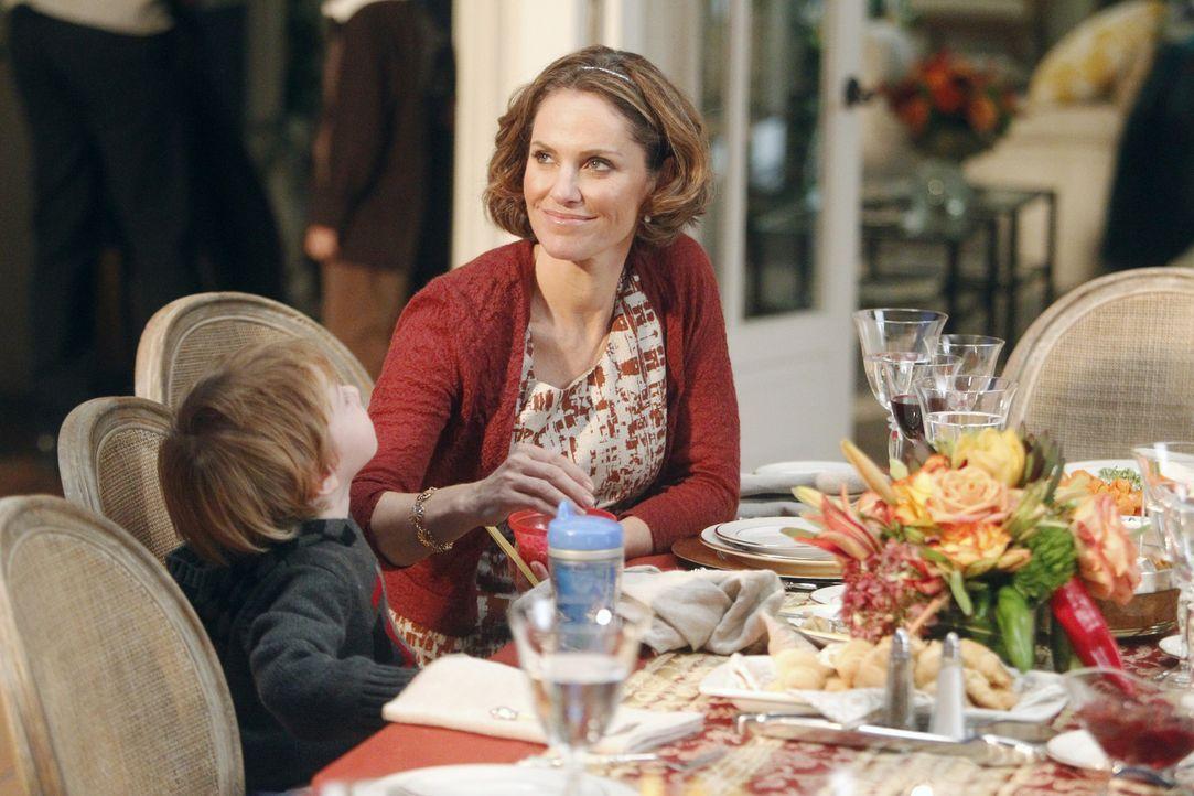 Während Amelia ihrer Drogensucht ein Ende bereiten möchte, steht Violets (Amy Brenneman, r.) und Petes Ehe am Abgrund ... - Bildquelle: ABC Studios