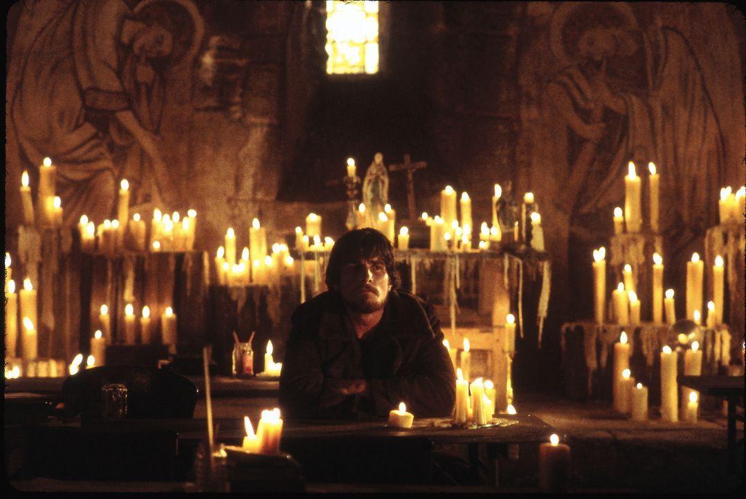 Bittet um Kraft für den Kampf gegen die feuerspeienden Ungeheuer: Quinn (Christian Bale) ... - Bildquelle: Touchstone Pictures und Spyglass Entertainment Group, LP Im Verleih der Buena Vista International