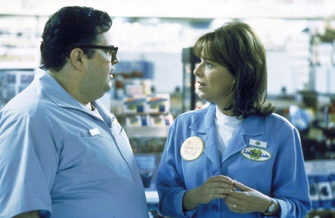 Craig (David Higgins, l.) gibt sich alle Mühe, Lois (Jane Kaczmarek, r.) erfolgreich anzumachen ... - Bildquelle: TM +   2000 Twentieth Century Fox Film Corporation. All Rights Reserved.