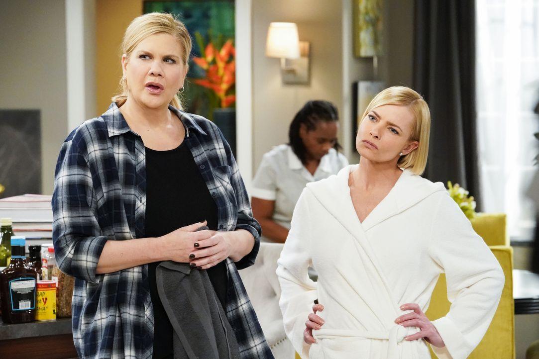 Tammy (Kristen Johnston, l.); Jill (Jaime Pressly, r.) - Bildquelle: Warner Bros. Entertainment, Inc.