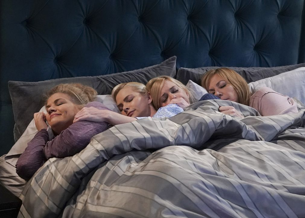 (v.l.n.r.) Tammy (Kristen Johnston); Jill (Jaime Pressly); Christy (Anna Faris); Bonnie (Allison Janney) - Bildquelle: Monty Brinton 2018 WBEI. All rights reserved.