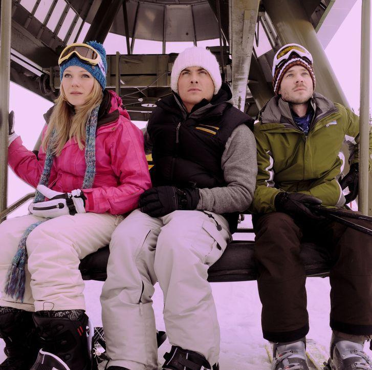 Ein Skitag entwickelt sich für Joe (Shawn Ashmore, r.), Dan (Kevin Zegers, M.) und Parker (Emma Bell, l.) zum Alptraum ihres Lebens, als sie im Ski... - Bildquelle: Fred Hayes Frostbite Features, Inc.
