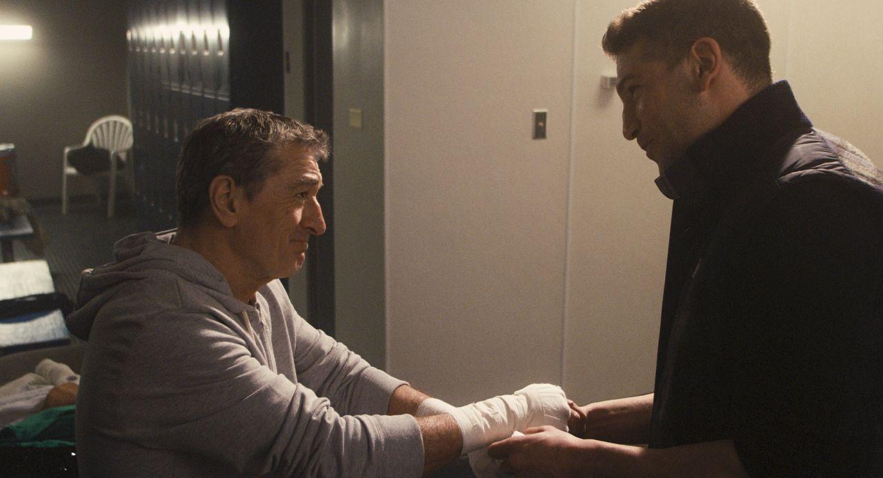 """""""The Kid"""" (Robert De Niro, l.) war früher ein berühmter Boxer. Doch als der entscheidende Kampf gegen seinen Erzrivalen """"Razor"""" von diesem abgesagt... - Bildquelle: 2013 Warner Brothers"""
