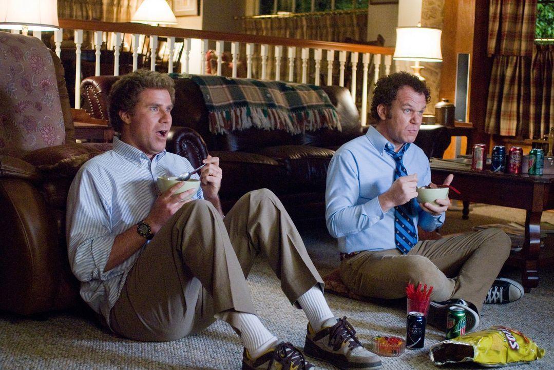 Brennan Huff (Will Ferrell, l.) und Dale Doback (John C. Reilly, r.) teilen dasselbe Los: Beide sind um die 40-jährige Einzelkinder, notorische Nes... - Bildquelle: 2008 Columbia Pictures Industries, Inc. and Beverly Blvd LLC. All Rights Reserved.