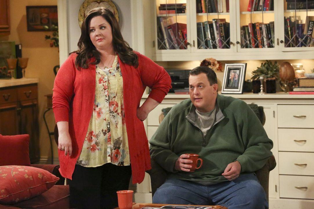Machen sich große Sorgen um Peggy: Molly (Melissa McCarthy, l.) und Mike (Billy Gardell, r.) ... - Bildquelle: Warner Brothers