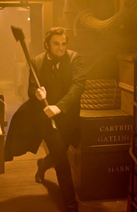 In seinem Amt kämpft Präsident Abraham Lincoln (Benjamin Walker) für sein Land, doch nebenbei bekämpft er heimlich Vampire, die offenbar Böses im Sc... - Bildquelle: Stephen Vaughan 2012 Twentieth Century Fox Film Corporation. All rights reserved.