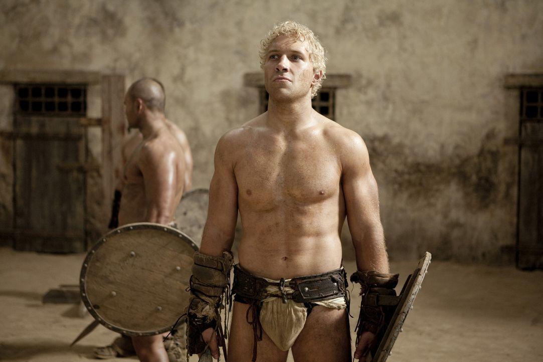 Fürchtet um das Leben seines Freundes Spartacus: Varro (Jai Courtney) ... - Bildquelle: 2010 Starz Entertainment, LLC
