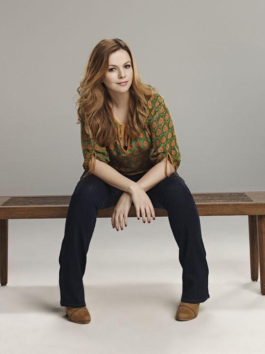 (11. Staffel) - Bringt neuen Schwung in die Männer-WG: Charlies Tochter Jenny (Amber Tamblyn) ... - Bildquelle: Warner Brothers Entertainment Inc.