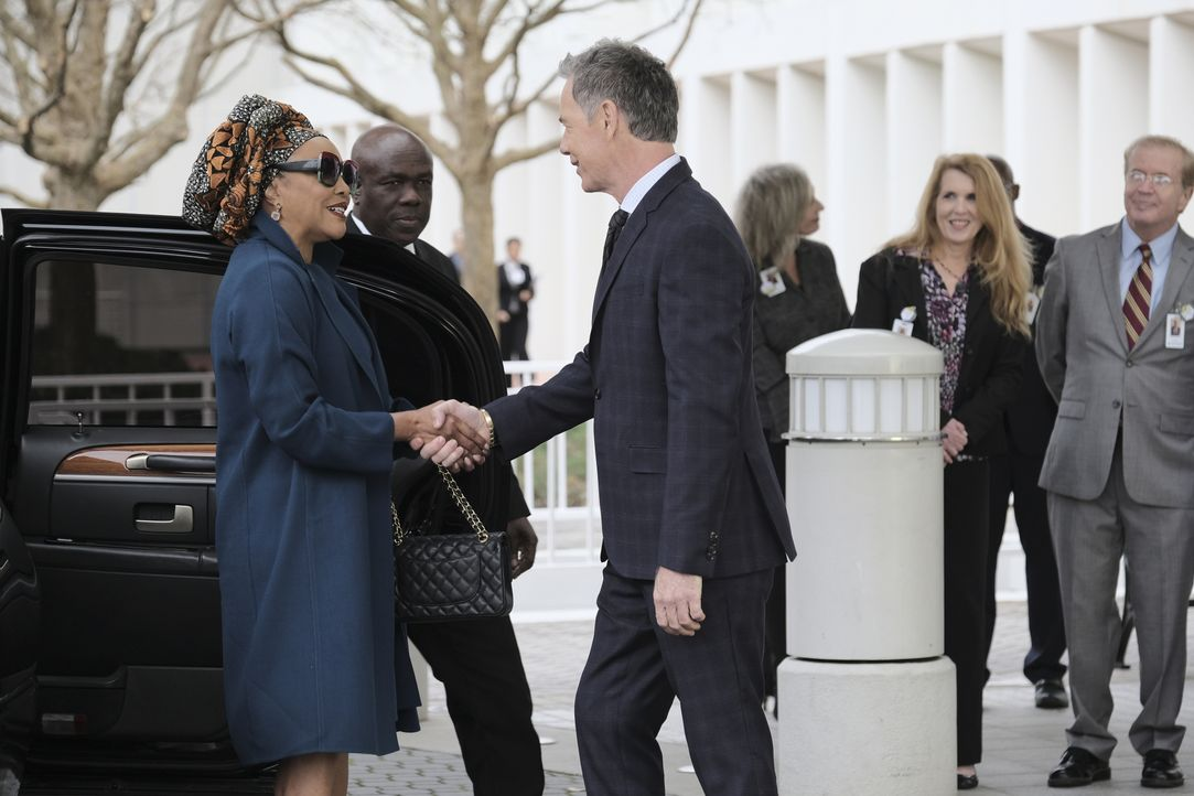 Josephine Okeke (Lynn Whitfield, l.); Dr. Randolph Bell (Bruce Greenwood, r.) - Bildquelle: 2018-2019 Twentieth Century Fox Film Corporation.  All rights reserved.
