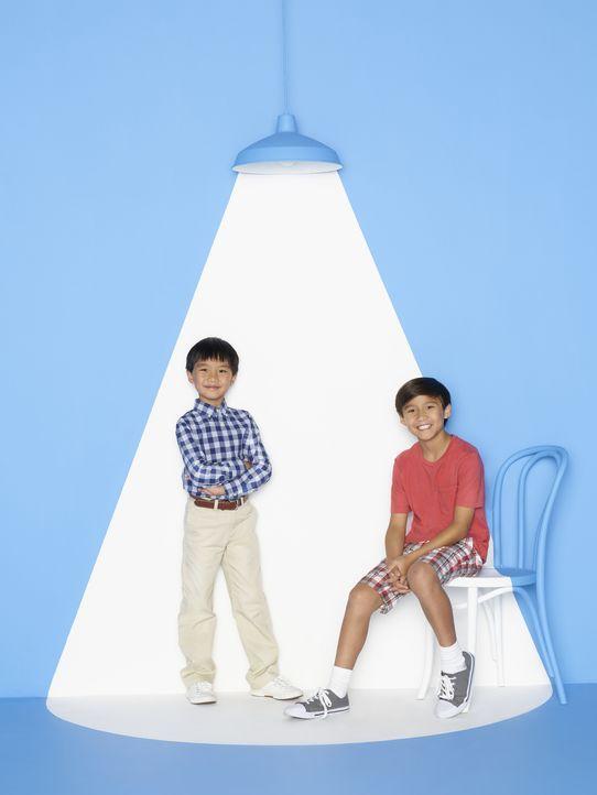 (2. Staffel) - Machen ihrem Bruder Eddie das Leben nicht immer leicht: Evan (Ian Chen, l.) und Emery (Forrest Wheeler, r.) ... - Bildquelle: 2015-2016 American Broadcasting Companies. All rights reserved.
