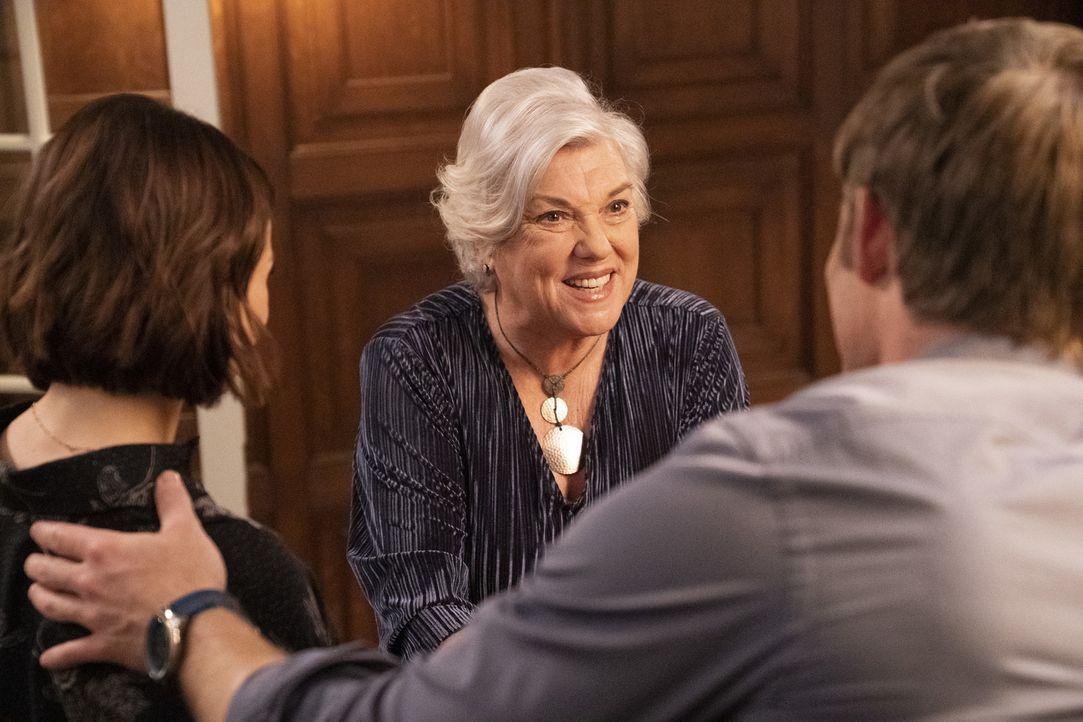 Carolyn Shepherd (Tyne Daly) - Bildquelle: Mitch Haaseth ABC Studios