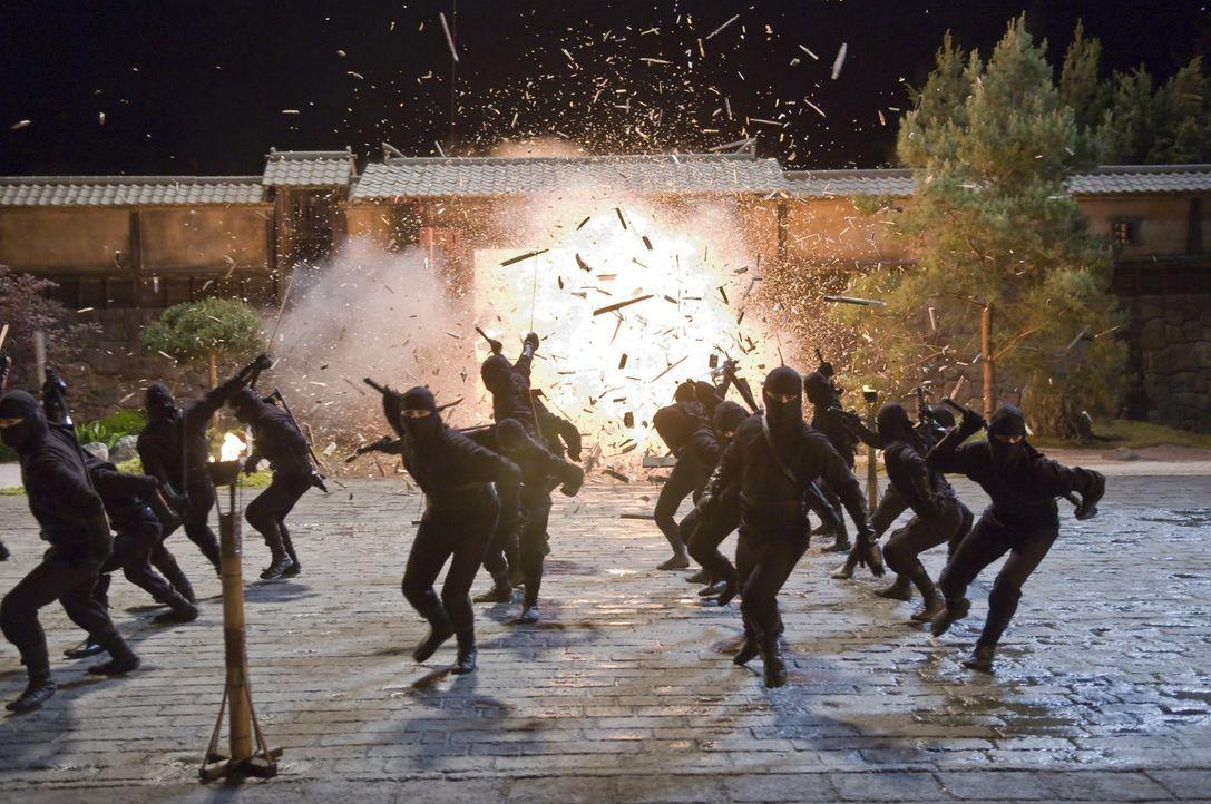 Immer wieder gibt der grausame Ozunu-Clan, eine der gefürchtetsten Organisationen Japans, Straßenkindern eine Bleibe. Allerdings beginnt dort für... - Bildquelle: 2009 Warner Brothers