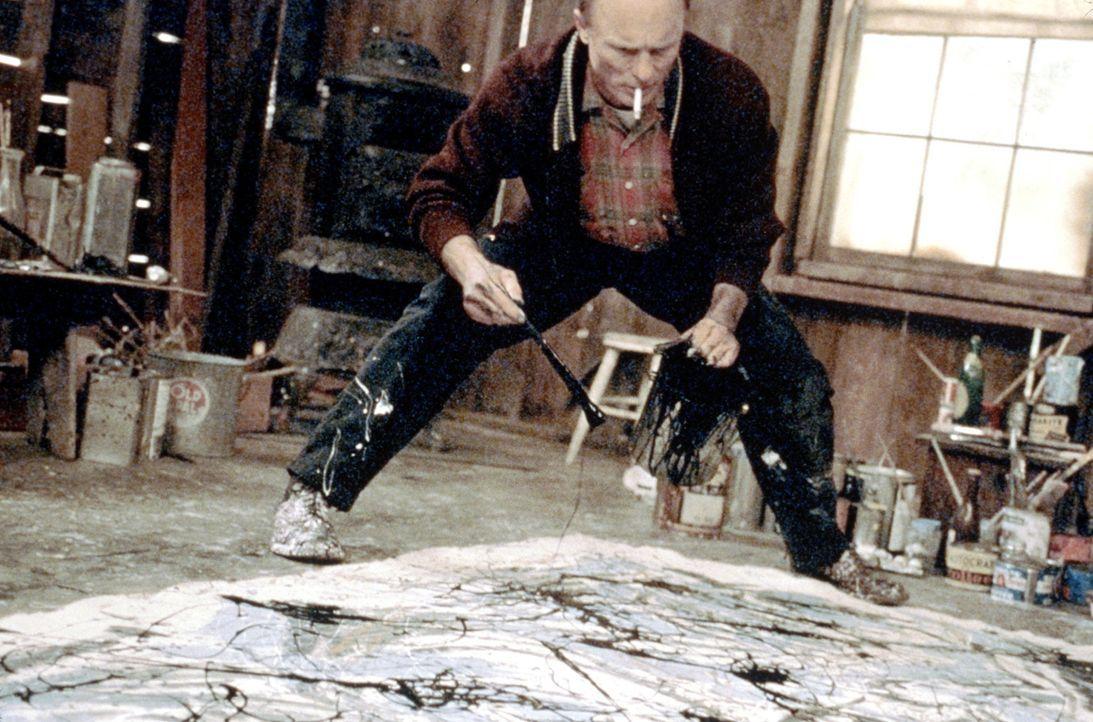 Genie und Wahnsinn: der amerikanische Maler Jackson Pollock (Ed Harris) ... - Bildquelle: 2003 Sony Pictures Television International. All Rights Reserved.