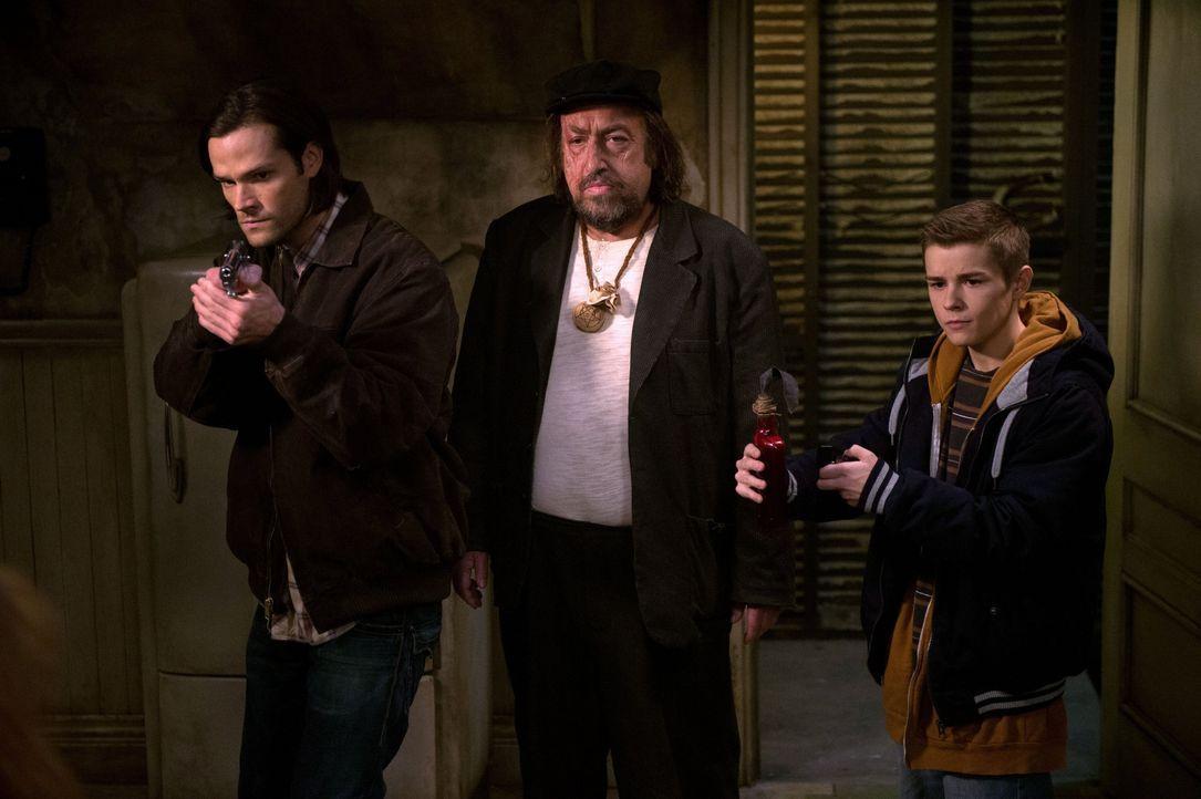 Als mehrere Menschen spurlos verschwinden, machen sich Sam (Jared Padalecki, l.) und sein Bruder auf die Suche nach der Ursache. Entgegen ihren Erwa... - Bildquelle: 2016 Warner Brothers