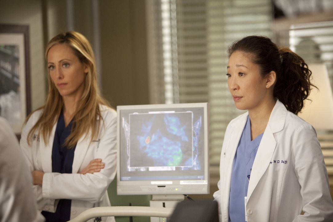Ein harter Arbeitstag steht ihnen bevor: Teddy (Kim Raver, l.) und Cristina (Sandra Oh, r.) - Bildquelle: Touchstone Television