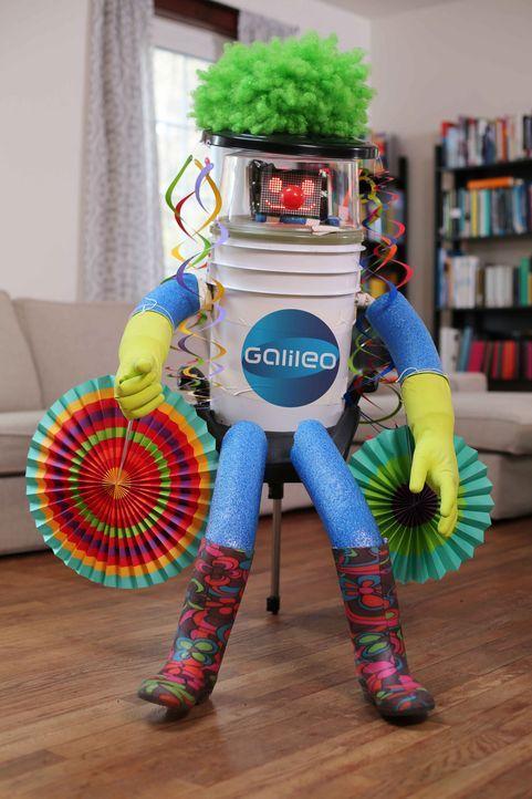 Auch in Köln braucht  hitchBOT seine Fans. Wird es dem interagierenden Roboter gelingen, auf einem Karnevalswagen mitzufahren? - Bildquelle: ProSieben