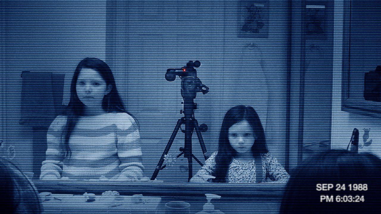 Im Haus einer jungen Familie gibt es mysteriöse, unerklärbare Vorkommnisse. Um eine Erklärung zu finden, beginnt der Familienvater bestimmte Bere... - Bildquelle: Courtesy of Paramo 2011 Paramount Pictures. All Rights Reserved.