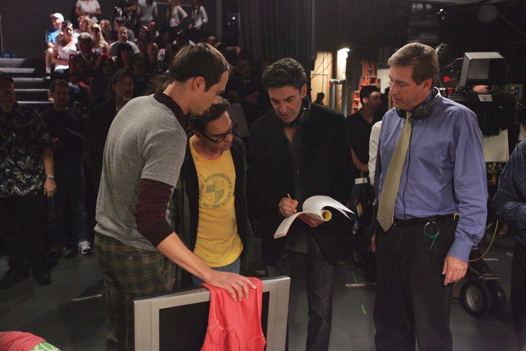 """Bei den Dreharbeiten zu """"The Big Bang Theory"""" ... - Bildquelle: Warner Bros. Television"""