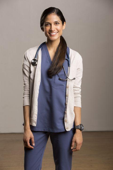 (1. Staffel) - Assistentsärztin Malaya (Melanie Chandra) hat bereits ihre Zeit als Ärztin im Praktikum im LA County Hospital absolviert und kennt si... - Bildquelle: Monty Brinton 2015 ABC Studios