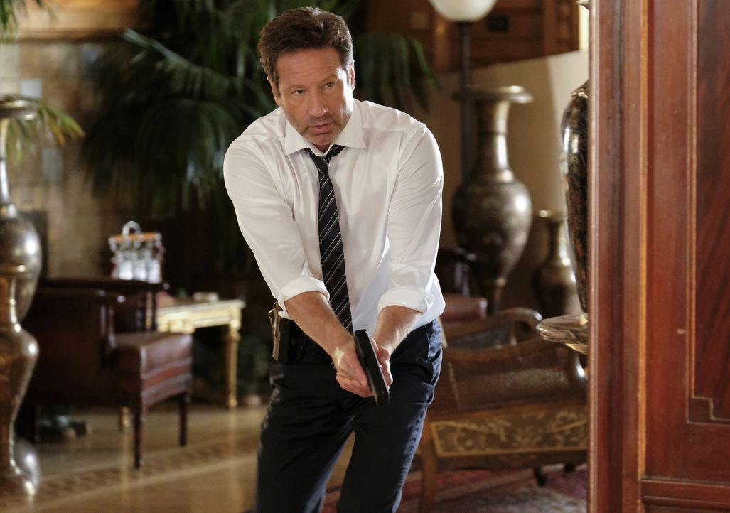 Auf Anraten von Scully und ihren Visionen macht sich Mulder (David Duchovny) auf die Jagd nach dem Krebskandidaten und trifft schließlich auf weiter... - Bildquelle: 2017 Fox and its related entities.  All rights reserved.