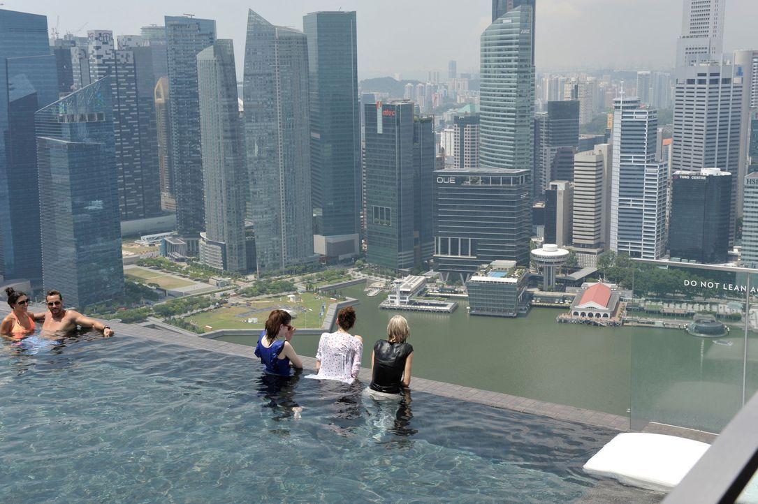 GNTM-Stf09-Epi01-Singapur-Ankunft-37-ProSieben-Oliver-S - Bildquelle: ProSieben/Oliver S.