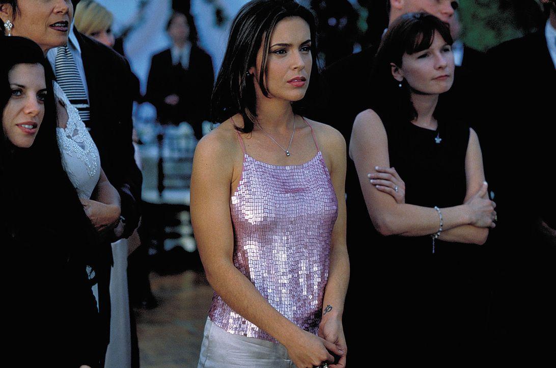 Stripperin Amy (Alyssa Milano) heizt den drei Freunden so richtig ein ... - Bildquelle: 2003 Sony Pictures Television International. All Rights Reserved.