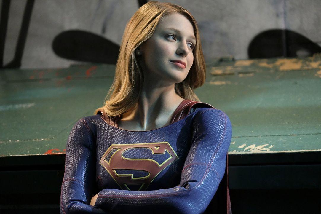 Supergirl (Melissa Benoist) ist hin und her gerissen, ob sie es mit ihrem Gewissen vereinbaren könnte, dem präsidentiellen Befehl zu befolgen ... - Bildquelle: 2016 Warner Brothers