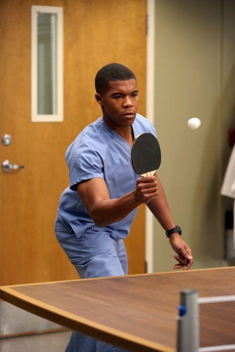 Wird Derek beim Tischtennis als Gegner zugeteilt: Shane (Gaius Charles) ... - Bildquelle: ABC Studios