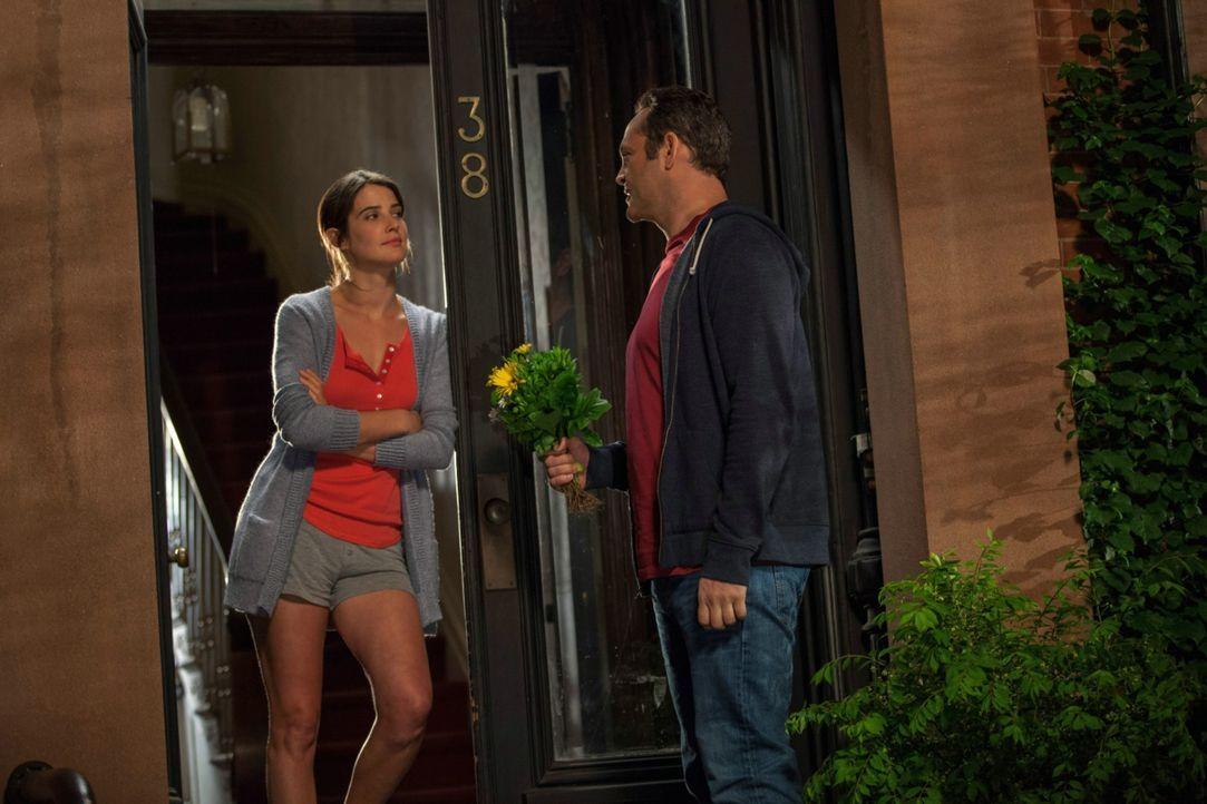 Als seine Freundin Emma (Cobie Smulders, l.) ihm gesteht, dass sie schwanger ist, reagiert David (Vince Vaughn, r.) nicht anders, als erwartet. Doch... - Bildquelle: Constantin Film Verleih GmbH.