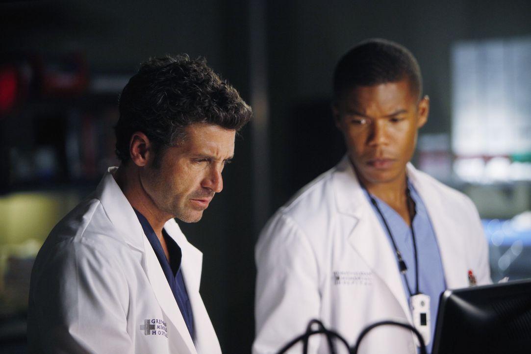 Der vom Hals abwärts gelähmte Patient von Shane (Gaius Charles, r.) und Derek (Patrick Dempsey, l.) leidet an einem komplizierten Hirntumor. Gemei... - Bildquelle: ABC Studios