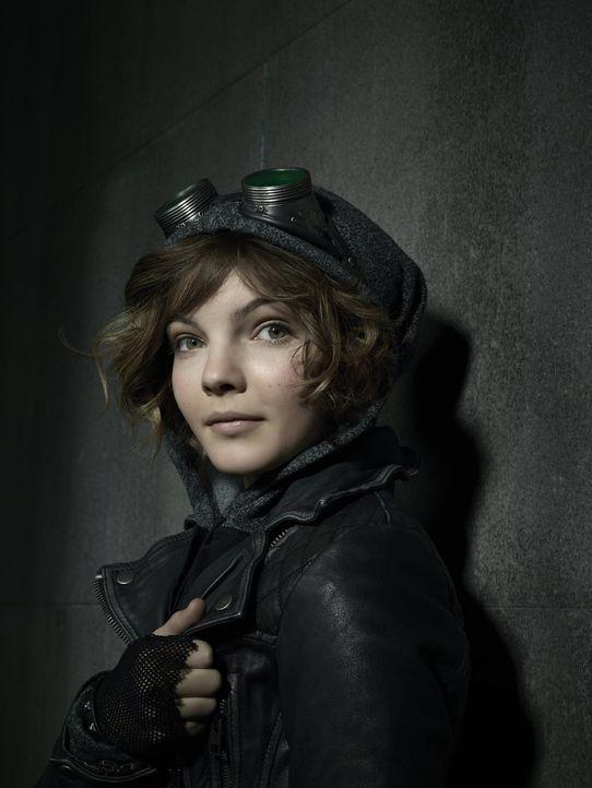 """(1. Staffel) - Lebt auf den Straßen von Gotham und hält sich als Diebin über Wasser, dabei wird sie Zeugin des Überfalls auf Familie Wayne: Selina """"... - Bildquelle: Warner Bros. Entertainment, Inc."""