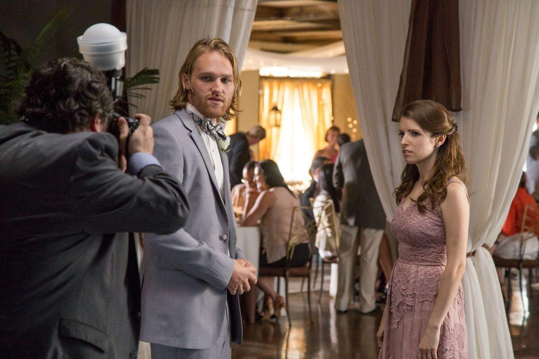 Teddy (Wyatt Russell, l.); Eloise (Anna Kendrick, r.) - Bildquelle: Jace Downs 2017 Twentieth Century Fox Film Corporation.  All rights reserved.