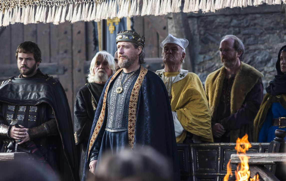 Was hat König Ecbert (Linus Roache, M.) vor? Wird er gegen Ragnar und die Wikinger vorgehen? - Bildquelle: 2014 TM TELEVISION PRODUCTIONS LIMITED/T5 VIKINGS PRODUCTIONS INC. ALL RIGHTS RESERVED.