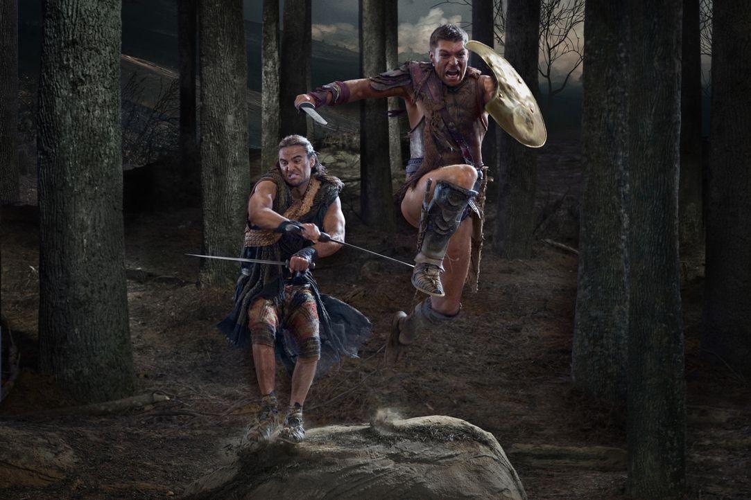 Stellen sich den Römern in einem gnadenlosen Kampf: Spartacus (Liam McIntyre, r.) und Gannicus (Dustin Clare, l.) ... - Bildquelle: 2011 Starz Entertainment, LLC. All rights reserved.