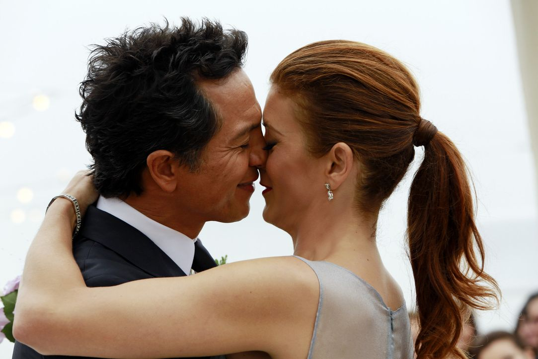 Sind glücklich miteinander: Addison (Kate Walsh, r.) und Jake (Benjamin Bratt, l.) ... - Bildquelle: ABC Studios