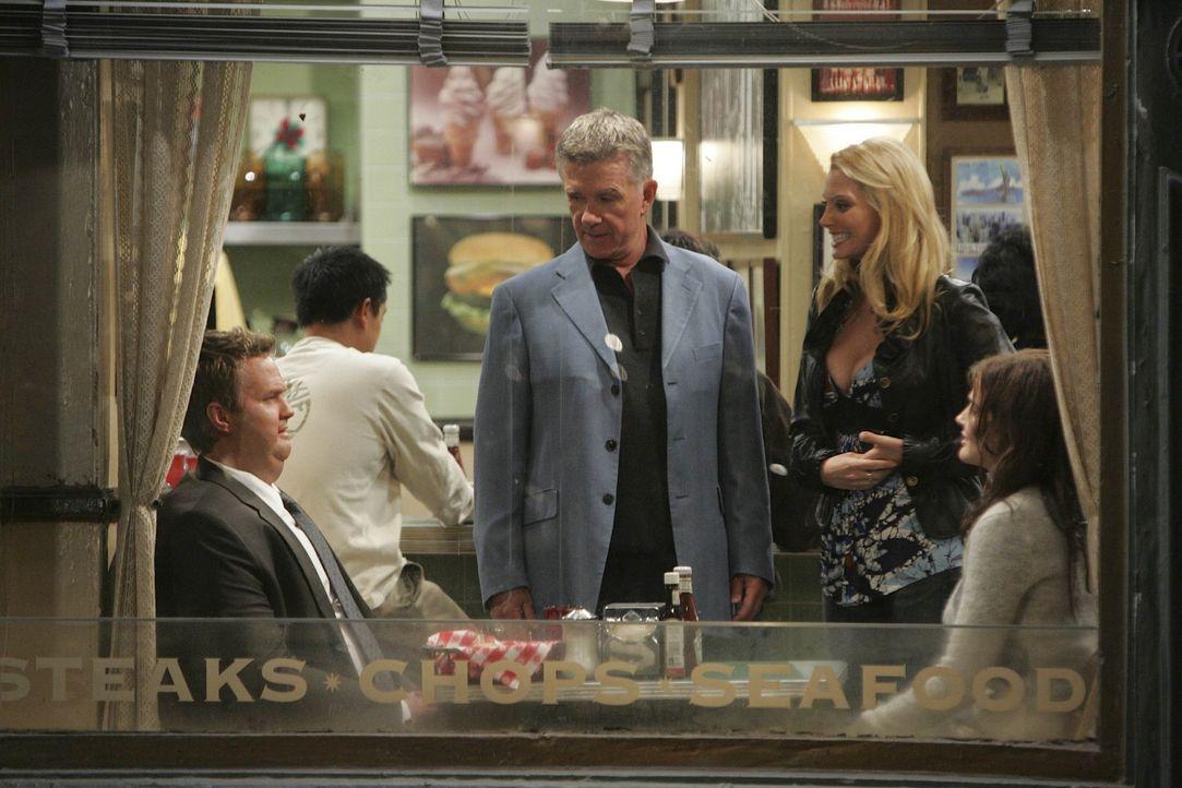 Ted, Marshall und Lily wollen Barney (Neil Patrick Harris, l.) und Robin (Cobie Smulders, r.) auseinander bringen, da sie sich ununterbrochen streit... - Bildquelle: 20th Century Fox International Television