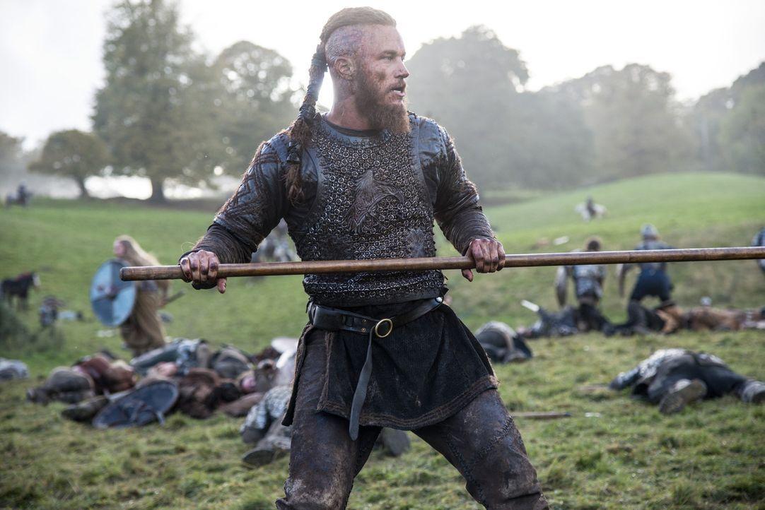 Ragnar (Travis Fimmel) und seine Krieger marschieren in Richtung König Egberts Residenz und werden von einem brutalen Willkommenskommando begrüßt ..... - Bildquelle: 2014 TM TELEVISION PRODUCTIONS LIMITED/T5 VIKINGS PRODUCTIONS INC. ALL RIGHTS RESERVED.