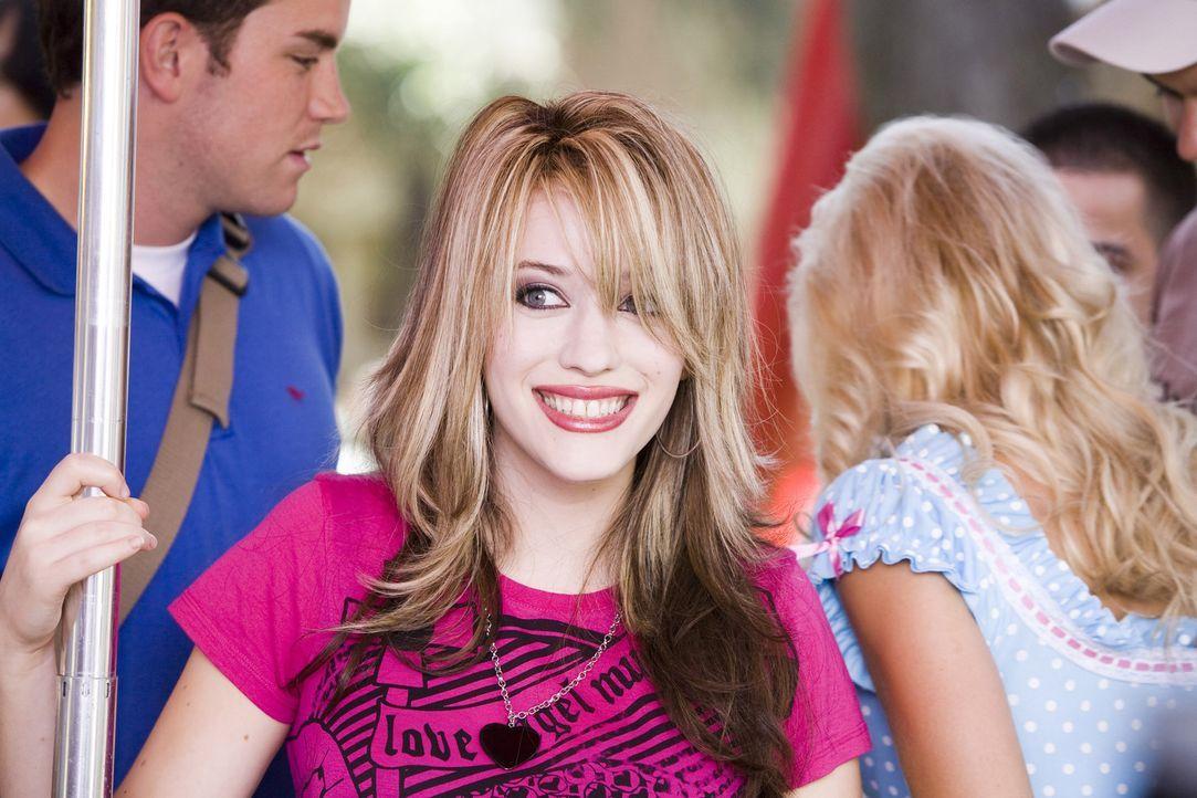 Vom Miesepeter zum strahlenden Girlie: Mona (Kat Dennings) ... - Bildquelle: 2007 Columbia Pictures Industries, Inc.  All Rights Reserved.